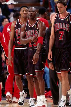 Michael Jordan, Scottie Pippen and Tony Kukoc take to the court against Sacramento in '96