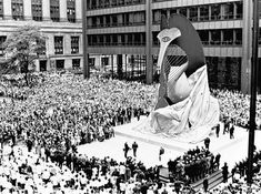 Chicago: 1967, the unveiling of Picasso's unnamed sculpture.
