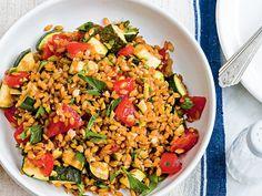 Découvrez la recette Epeautre, courgette & tomates sur cuisineactuelle.fr.