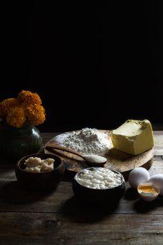 PAN DE MUERTO | RÚSTICA Panna Cotta, Food Photography, Pizza, Ethnic Recipes, Pan De Muerto, Gold Leaf, Dough Balls, Artisan Bread, Breads