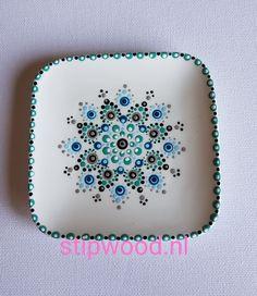Dot Art Painting, Mandala Painting, Tole Painting, Ceramic Painting, Mandala Art, Ceramic Art, Pottery Place, Stippling Art, Pottery Painting Designs