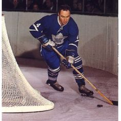Red Kelly winding behind the net | Toronto Maple Leafs | NHL | Hockey
