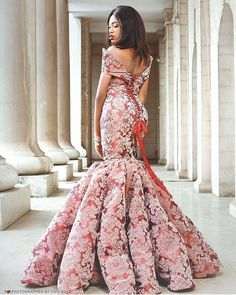 Aso ebi lace gown styles beautiful Aso ebi Long gown Lace for wedding African Lace Styles, African Lace Dresses, African Wedding Dress, African Dresses For Women, African Attire, African Traditional Wedding Dress, Lace Gown Styles, Dress Styles, Dinner Gowns