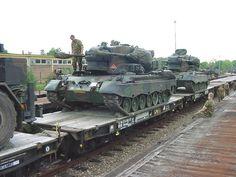 Zwaar transport. De Cheetah PRTL weegt 47 ton (brugclassificatie: 52 ton) en is voorzien van een 830 pk dieselmotor, waarmee op de weg een snelheid van 80 km (officieel 65 km/u) en in het veld 40 km/h kan worden gehaald. Voor de stroomvoorziening bij stilstand is een hulpmotor geplaatst links naast de bestuurder.