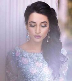 Side swept curls on one side for the Indian engagement | Curated by Witty Vows