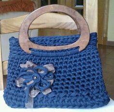 Bolso Azul con asas madera y flor trapillo
