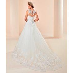 Sırttaki dantel detayı ile göz dolduran bu gelinlik ve çok daha fazlası Aysira mağazalarında. Ürün kodu: Mbs 302 Ürün fiyatı: 3.600 TL  #aysira #wedding #bride #bridal #gelin #gelinlik #elegance
