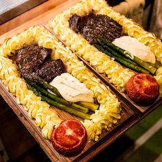 Plankstek med oxfilé och pommes duchesse Meat Recipes, Cooking Recipes, Healthy Recipes, Food N, Food And Drink, Tapas, Recipes From Heaven, Food Inspiration, Carne