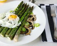 Asperges minceur aux œufs pochés : http://www.fourchette-et-bikini.fr/recettes/recettes-minceur/asperges-minceur-aux-oeufs-poches.html
