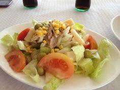 Ensalada de lechuga, tomate y cebolla