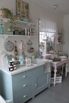 Bonito y acogedor cocina de la cabaña: