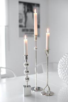 Senaste köpet från Tennet är Tre kulor. Jag har så länge velat ha denna vackra ljusstake till min samling och nu äntligen är den min:)     Tjingeling vänner!      Här är det regnigt och novembergrått
