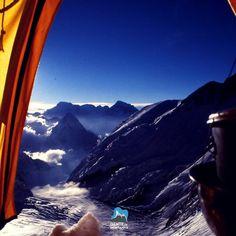 Visual incrível direto do conforto da sua barraca no acampamento 4 do Everest.  Confira a programação para o TREKKING SOLIDÁRIO AO EVEREST COM @karinaOliani - Novo Roteiro do @GentedeMontanhaOficial. Você acompanhará a Expedição do #7CUMES do @GZiller do Canal OFF até a Base do Everest. @MaximoKausch será o líder do trekking e mais tarde levará a equipe do 7 Cumes para o cume do Everest com 8848m. Data: 09/04/2017  28/04/2017  Foto de @MaximoKausch #GentedeMontanha #AltaMontanha #Montanhismo…