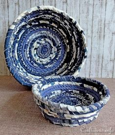 DIY Stoff Schale - Craft Project for the Summer - No-Sew Fabric Bowls in Maritime Colors Rope Crafts, Recycled Crafts, Kids Crafts, Craft Projects, Sewing Projects, Craft Ideas, Jean Crafts, Denim Crafts, Rope Basket