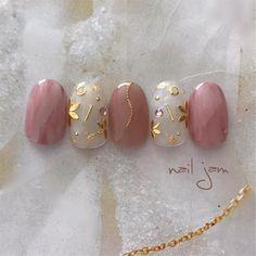 Image may contain: 1 person Self Nail, Classy Nails, Bridal Nails, Beautiful Nail Designs, Flower Nails, Nail Inspo, Nail Art Designs, Nails Design, Nail Tips