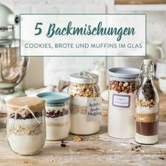 DIY baking mix in a glass: super juicy DIY Backmischung im Glas: Supersaftige Brownies Today there is double chocolate – in the form of powdered cocoa and soft chocolate. As a homemade baking mix and as brownies in a glass. Chocolate Chip Cookies, Chocolate Biscuits, Chocolate Gifts, Chocolate Chips, Healthy Chocolate, Chocolate Brownies, Hot Chocolate, Cookies Im Glas, Homemade Gifts