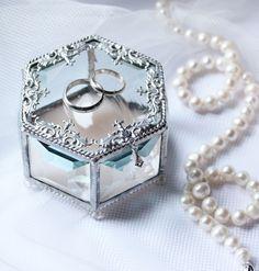 Glass Box for Wedding Rings | Стеклянная шкатулка для обручальных колец «Нежность» — Купить, заказать, шкатулка, обручальные кольца, свадьба, свадебный, стекло, ручная работа Ring Holder Wedding, Ring Pillow Wedding, Wedding Rings, Wooden Ring Box, Wooden Rings, Wedding Blog, Dream Wedding, Geometric Box, Brides Room