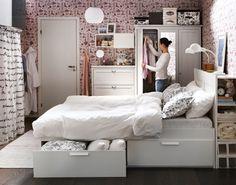 Κρεβάτι Brimnes. Ντουλάπα & συρταριέρα Aspelund.
