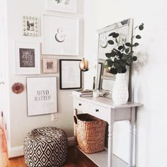 Top Ideas For your photo wall design for you to enhance your living room design. Here are some tips to create a most elegante ambience in your home decor. Room Inspiration, Home And Living, Decor, House Interior, Apartment Decor, Home, Interior, Dining Table Centerpiece, Home Decor