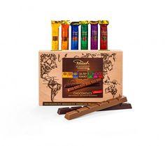 12 Edel-Schokoladen Sticks mit unterschiedlich hohem Kakaoanteil in einer eleganten Holzkiste sind ein perfektes Geschenk für jeden Schokoladenkenner. Der Chocoholics Schokotraum ist ein luxuriöses und leckeres Geschenk.