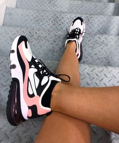 What better way to brighten up your day than with some pink sneakers? - What better way to brighten up your day than with some pink sneakers? Sneakers Mode, Cute Sneakers, Pink Sneakers, Sneakers Fashion, Fashion Shoes, Fashion Fashion, Runway Fashion, Fashion Outfits, Fashion Trends