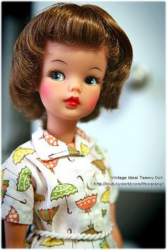 I've not seen this particular Sindy doll before but something about her really intrigues me :)