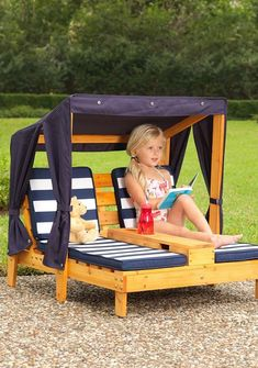 Tiny Kids Patio Furniture Mini Kids Pool Furniture 2019 Mini Outdoor Chaise Lounger For Kids The post Tiny Kids Patio Furniture Mini Kids Pool Furniture 2019 appeared first on Pallet ideas. Pallet Crafts, Diy Pallet Projects, Pallet Kids, Recycling Projects, Wood Projects, Mini Pallet Ideas, Pallet Exterior, Palette Diy, Kid Pool