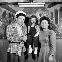 Sinatra with wife Nancy and 3-year-old daughter Nancy Jr. at home, 1943.
