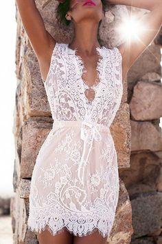 Fashionable Lace Plunging Neck Sleeveless Dress