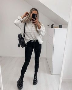 Outfits * Elegant Outfits With Black Leggings To Copy As Soon As Possible - Outfit Invernali Athleisure Outfits, Sporty Outfits, Mode Outfits, Athletic Outfits, Trendy Outfits, Winter Outfits, Fashion Outfits, Athletic Fashion, Athletic Clothes