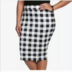 TORRID BLACK & WHITE CHECKERED PENCIL SKIRT SIZE 0 THIS SKIRT IS VERY STRETCHY AND CAN FIT UP TO A SIZE 1/2 NICELY!! ITS BRAND NEW WITHOUT TAGS PLASTIC TAG IS STILL ATTACHED !! torrid Skirts Pencil