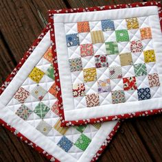 quilted hot pads - Google Search Quilted Christmas Gifts, Quilted Gifts, Potholder Patterns, Quilt Patterns, Geometric Patterns, Small Quilts, Mini Quilts, Postage Stamp Quilt, Quilted Potholders