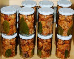 White Cilentana figs under oil, Cilento, Italy.#Mediterraneandiet #slowfood #health  www.thecopperolive.com