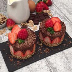Der Klassiker in der Light-Version! Strawberry Cheesecake, Cheesecake Recipes, Cookie Recipes, Dessert Recipes, Gateau Baby Shower, Kreative Desserts, Cute Desserts, Cafe Food, Cookies Et Biscuits