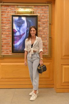 Demet Özdemir in a casual outfit -style Modern Outfits, Trendy Outfits, Best Model, Vogue Fashion, Types Of Fashion Styles, Put On, Supermodels, Glamour, Pure Products