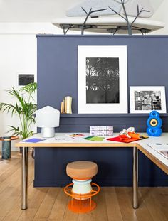 La Chance office & Showroom - Tembo stool, Borghese sofa, salute table and Tip Top lamp - photo Felix Forest - www. Note Design Studio, Wood And Metal, Showroom, Office Desk, Corner Desk, Stool, Pure Products, Interior, Table