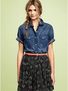 love this look - jean button up tucked in a skirt with a skinny belt. Short Sleeve Denim Shirt, Denim Shirts, Jean Shirts, Summer Outfits, Cute Outfits, Summer Clothes, Casual Outfits, Look Jean, Denim Top
