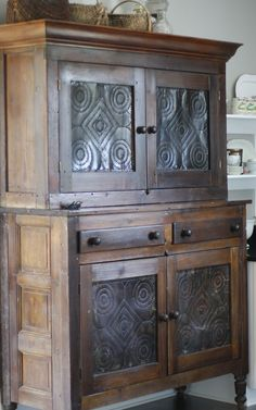 Old Prim Pie Safe.I adore this. One day I will find my perfect meant for me pie safe. Primitive Cabinets, Primitive Furniture, Primitive Antiques, Country Furniture, Classic Furniture, Country Decor, Antique Furniture, Painted Furniture, Furniture Design