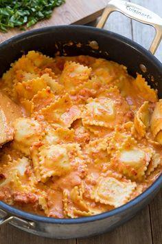 濃厚なのにさっぱり。トマトクリームパスタのレシピ7選 - macaroni Ravioli with Creamy Sundried Tomato and Basil Sauce | Cooking Classy