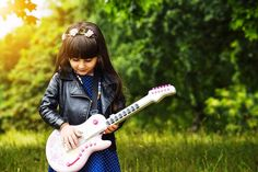 Find out which music festivals and shows you can take your kids to while the whole family has fun Girls Dp, Cute Girls, Best Pic For Dp, Singing Lessons For Kids, Vocal Exercises, Singing Exercises, Dp Photos, My Singing, Whatsapp Dp Images