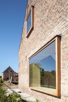 © Tim Van De Velde Brick Architecture, Architecture Details, Barn Renovation, House Extensions, Home Room Design, Stone Houses, Window Design, Bay Window, Cabana
