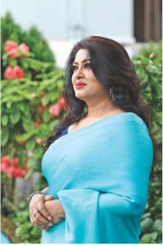 Moushumi completes 26 years in Bangladeshi entertainment industry Beautiful Women Over 40, Beautiful Girl Indian, Most Beautiful Indian Actress, Beautiful Lips, Beautiful Hijab, Indian Natural Beauty, Indian Beauty Saree, Indian Actress Hot Pics, Indian Actresses