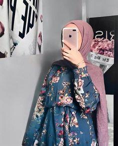 Seguir para más … Tesettür Mayo Şort Modelleri 2020 - Tesettür Modelleri ve Modası 2019 ve 2020 Muslim Fashion, Modest Fashion, Fashion Outfits, Hijab Style, Hijab Chic, Casual Hijab Outfit, Hijab Dress, Simple Hijab, Modele Hijab