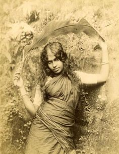 people of sri lanka Vintage Photographs, Vintage Photos, Ariana Grande Drawings, Indian Photoshoot, Indian Costumes, Vintage India, Anthropologie, Historical Images, British Colonial