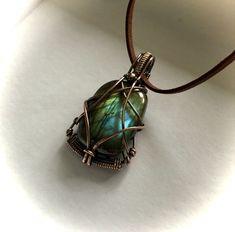 Wire Jewellery, Craft Jewelry, Handmade Jewellery, Jewelry Ideas, Jewelry Making, Stone Wrapping, Wire Wrapping, Wire Wrapped Pendant, Wire Wrapped Jewelry