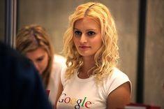 Miláčku, uvidíme se i dnes večer? Neil Armstrong, Celine Dion, Blond, Dreadlocks, Long Hair Styles, Beauty, Google, Women, Internet