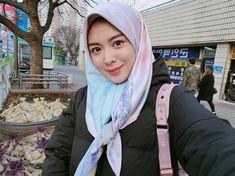 993.4rb Pengikut, 367 Mengikuti, 542 Kiriman - Lihat foto dan video Instagram dari Ayana Jihye Moon (@xolovelyayana) Moon Mirror, Modele Hijab, Graphic Design Resume, Muslim Girls, Beauty Full Girl, Hijab Outfit, Girls In Love, Modest Outfits, Girl Style