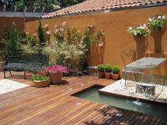Jardim romântico, com mobiliário antigo em ferro fundido.. A fonte serve de mesa também. Projeto Marisa Lima Paisagismo