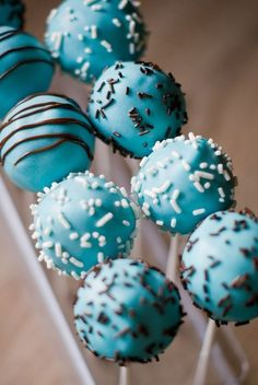 Cake Pops au Chocolat Milka® | Lilie Bakery http://liliebakery.fr/cake-pops-au-chocolat-milka/