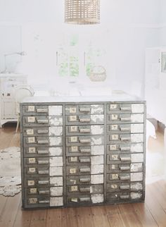 look at this vintage furniture find!